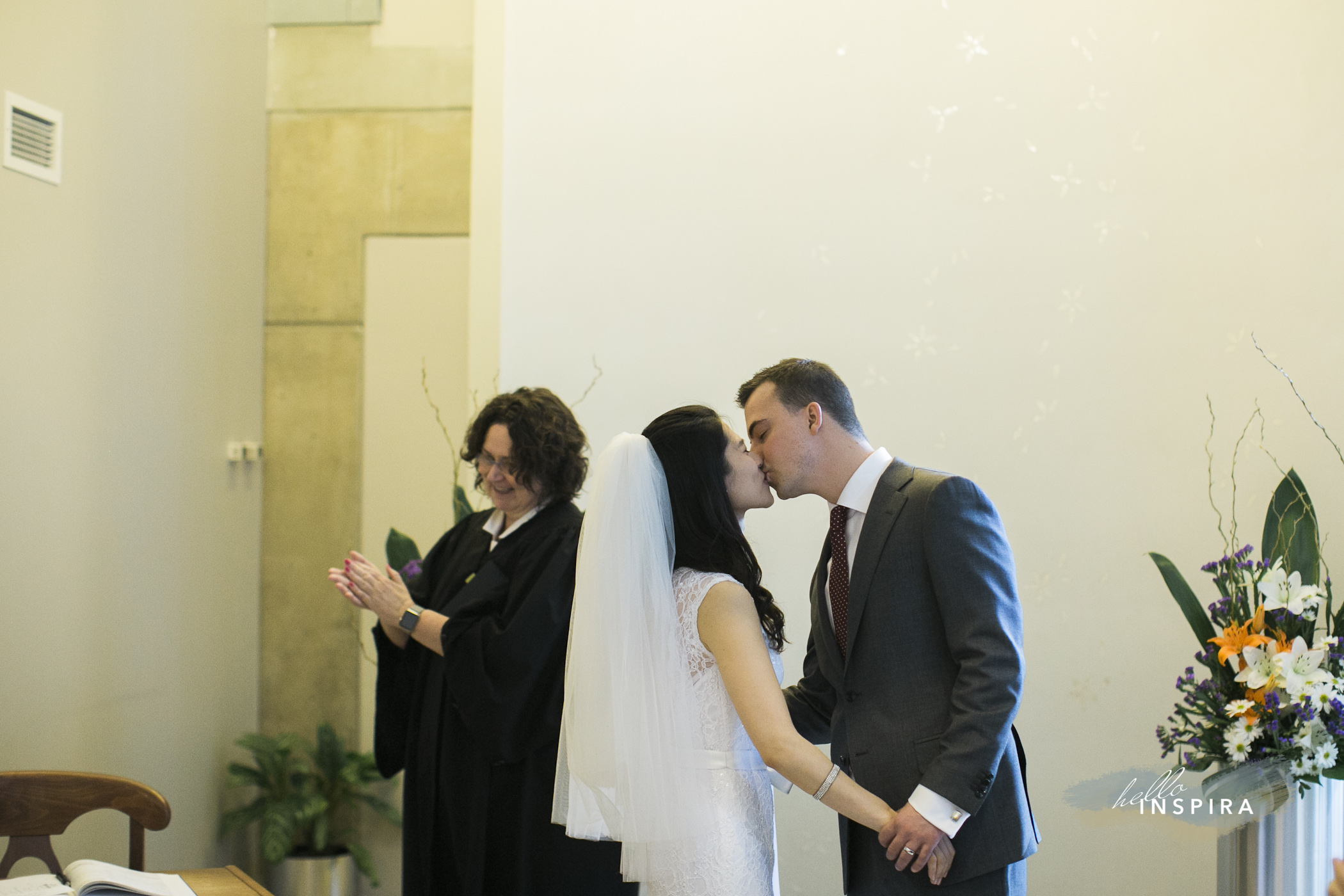 toronto city hall wedding first kiss